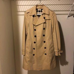 Burberry trench coat slim fit (size2)
